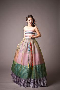 "Korean traditional dress ""Hanbok"" studio and wedding dress boutique located in Los Angeles, CA. Korean Traditional Dress, Traditional Wedding Dresses, Traditional Fashion, Traditional Outfits, Modern Traditional, Korean Dress, Korean Outfits, Cheongsam Modern, Modern Hanbok"