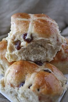These look better than my recipe!  Hot Cross Buns for Good Friday.  www.travelingspoonblog.com.es
