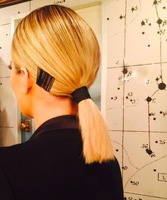 Lazy girls, this is the super sleek, low ponytail hairstyle you've been waiting for.