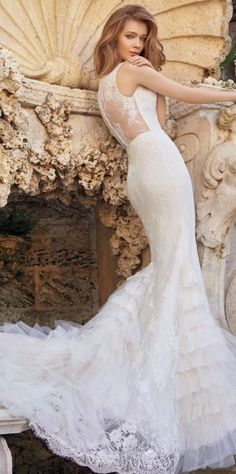 vinatge lace wedding dress via Tara Keely - Deer Pearl Flowers / http://www.deerpearlflowers.com/wedding-dress-inspiration/vinatge-lace-wedding-dress-via-tara-keely/