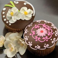 Say It With Flowers – Wedding Cupcakes http://thecupcakedailyblog.com/