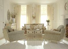 wohnzimmer gestalten shabby chic lila akzente blumen   living room