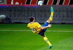 Zlatan Ibrahimovic - Top 10 Goals Ever Soccer World, World Of Sports, Top 10 Goals, Ronaldo Jersey, Bicycle Kick, Ronaldo Real Madrid, Soccer Skills, Soccer Stars, European Football