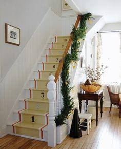 Un clin d'oeil ludique dans un escalier champêtre. Photographe: Michael Graydon Source: Maison & Demeure novembre 2010 Design: Sarah Richardson.