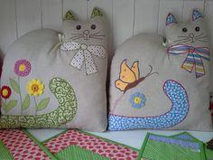 Peso para puertas con forma de gato, patchwork. Cat doorstops. Could be cute pillow also.