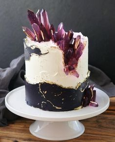 K'Mich Weddings - wedding planning - wedding cake ideas - abstract cake with. - Fault Line Cake - Torten Pretty Cakes, Cute Cakes, Beautiful Cakes, Amazing Cakes, Bolo Geode, Geode Cake, Fancy Cakes, Mini Cakes, Cupcake Cakes