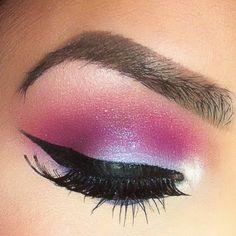 21 Dramatic Colorful Makeup Tutorials