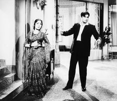 Meena Kumari and Sunil Dutt in Main Chup Rahungi. Sunil Dutt, Vintage India, Indian Film Actress, Bollywood Fashion, Beautiful Actresses, Goth, Cinema, Actors, People