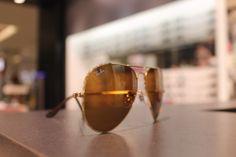 SunglassHutÓculos solar aviador Ray BanR$ 400,00