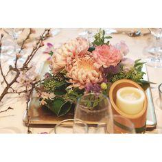 お花屋さん的には今が桜の季節なのデス。 さりげなくアレンジに添えて。 #wedding #weddingflowers #bride #bridal #flowers #flowerdesign #flowerarrangement #tableflowers #tablesetting #tablecoordinate #kobe #happy #smile #cherryblossom #ウェディング#ウェディングフォト #ウェディングパーティ #和婚 #和モダン #和#テーブルセッティング #テーブルコーディネート #テーブルイズウェイティング #フラワーアレンジメント #フラワーコーディネート #蘇州園 #神戸 #結婚式