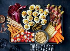 50 Easy Thanksgiving Appetizers to Warm Up Your Appetite Ward off those pre-meal munchies and gear up for the main event with these Thanksgiving appetizers. Game Day Appetizers, Bacon Appetizers, Game Day Snacks, Thanksgiving Appetizers, Delicious Appetizers, Thanksgiving Feast, Thanksgiving Recipes, Appetizer Recipes, Yummy Food