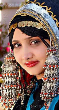 A Yemeni bride wearing (Gargoosh)   عروس يمنية بالقرقوش  Arabic - Islamic traditional costume. www.bhuz.com - the best and biggest belly dance site! buy and sell costumes, chat to other dancers, and much more.