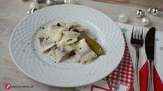 10 sprawdzonych przepisów na śledzie, także na Wigilię - Pieknowdomu.pl Meat Chickens, Salad, Cheese, Fruit, Cooking, Food, Meal, The Fruit, Kochen