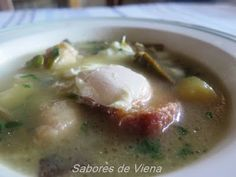 Sopa de ajo al estilo de la Vega Baja Las Vegas, Cheeseburger Chowder, Mashed Potatoes, Soup, Ethnic Recipes, Garlic Soup, Vienna, Abundance, Style