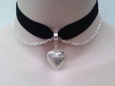 So easy to DIY! Great way to give a second life opportunity to a classic necklace. Silver Plated Opening HEART LOCKET With Belcher Chain on BLACK (or choose another colour) Velvet Ribbon Choker by TwirlyTrinkets Cute Jewelry, Diy Jewelry, Jewelry Accessories, Fashion Jewelry, Jewelry Making, Luxury Jewelry, Jewelry Box, Jewlery, Heart Locket