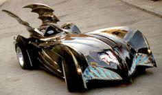 Esse é o carro do filme Batman, estrelado pelo George Clooney.