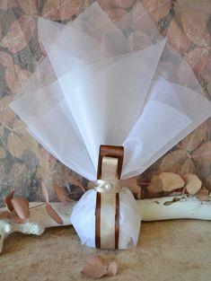 Μπομπονιέρα γάμου με κορδέλα σατέν χρώματος σοκολά. Περιλαμβάνει: 5 κουφέτα αμυγδάλου Χατζηγιαννάκη Κορδέλα σατέν σοκολά 25χλ Κορδέλα σατέν χρώμα της άμμου 15χλ Πέρλα εκρού Τούλι λευκό 45χ50 εκ #γάμος #νύφη #εκκλησία #bride #wedding #μπομπονιερες #μπομπονιεραγαμου #μπομπονιέρες #μπομπονιέρα #μπομπονιερεσ #μπομπονιερεςγαμου #μπομπονιερα #τούλι #μπομπονιερες_γαμου #mpomponieres_vintage #mpomponieresgamou #mpomponiera #mpomponieragamou #mpomponieres #mpomponieresgamou#wedding Vintage, Vintage Comics