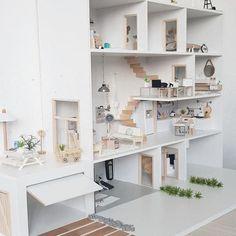 Modern dollhouse DIY model home - Puppenhaus Pläne - Mini Doll House, Barbie Doll House, Diy Barbie Furniture, Dollhouse Furniture, Wooden Dollhouse, Diy Dollhouse, Doll House Plans, Kids Wood, Miniature Houses