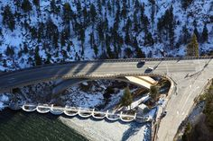 In 2008 #FlatironConstruction was selected to construct a $34 million bridge near the #BigBear #Dam on California State Route 18, about 100 miles northeast of Los Angeles. The new bridge connects Highway 18 over Big Bear Creek canyon on the south side of the dam to Big Bear valley, replacing an older structure built in 1925 that spanned the Big Bear Valley Dam.