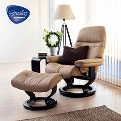 Brown Reclining Office Chair Is Decorate With Round Woodbine Plant And High  Table Lamp