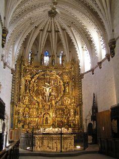 Burgos Retablo de la iglesia de la Cartuja de Miraflores, terminado en 1499 por el gran escultor hispano Gil de Siloé. La excelente policromía es obra de Diego de la Cruz, donde incluye una técnica conocida como 'brocado aplicado'. A los pies, a la izquierda, el sepulcro del infante don Alfonso. De frente, los sepulcros de Juan II y de su esposa doña Isabel de Portugal. Los sepulcros son obra de Gil de Siloé