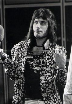 """freddies-musical-prostitute: """" Queen recording """"Sheer Heart Attack"""" at Trident Studios, by Mick Rock. Queen Freddie Mercury, Queen Band, Brian May, John Deacon, Killer Queen, I Am A Queen, Save The Queen, Cool Bands, Great Bands"""