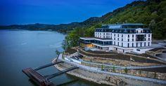 Bliskość gór, spokój lasu, żywioł wody. Położony w Małopolsce w miejscowości Sienna Live Hotel Heron to połączenie gustownego hotelu z ekskluzywnym spa. Heron, Live, Places To Visit, Spa, Mansions, House Styles, Travel, Manor Houses, Herons
