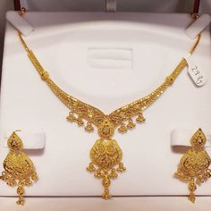 Gold Necklace Simple, Gold Jewelry Simple, Golden Jewelry, Nose Jewelry, Gold Jewellery, Jewlery, Gold Designs, Mehndi Designs, Bridal Necklace