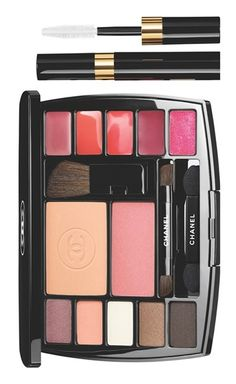 Practical and easy to use, this Chanel travel palette contains all the essentials to create a complete and flawless makeup look that will suit any fabulous occasion.