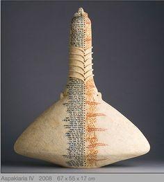 tomar la lectura chakra que nos hizo Shyamj a Santi Santi, Santiago y a mi para hacer unas piezas como una impronta espiritual en el momento en que nos conocimos. Ceramic Decor, Ceramic Pottery, Pottery Art, Pottery Bowls, Ceramic Bowls, Stoneware, Clay Vase, Contemporary Ceramics, Tile Art