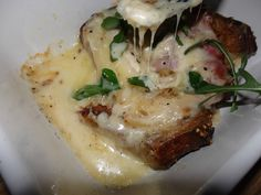 Pain perdu au fromage de Munster /  Au cochon heureux Munster, Mashed Potatoes, Pork, Pudding, Snacks, Meat, Ethnic Recipes, Chicken Wire Crafts, Savoury French Toast