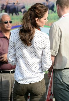Kate Middleton on safari. Kate Middleton Bum, Princesse Kate Middleton, Prince William And Kate, William Kate, Princesa Kate, Royal Fashion, Gwyneth Paltrow, Partner, Duke And Duchess