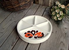 Le Creuset Divided Plates - Set of 4 - French Vintage White Ceramic Fondue Plates - Orange and Brown Flowers - Seventies - Made in France