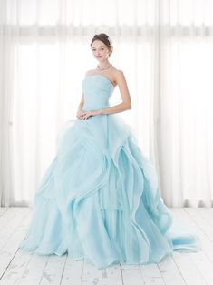 Cinderella & Co.  (シンデレラ・アンド・コー)  ゆるめフリルが華やかな大人のブルーのカラードレスSS2789BL