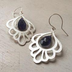 Aritos de plata con bellas iolitas de un azul violeta maravilloso. Peso total: 4.8 gr  Valor: $42.000