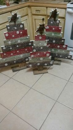 My husband will love this holz diy… - Crafting In Line teds-woodworking…. My husband will love this holz diy… – Crafting In Line Pallet Christmas Tree, Christmas Wood Crafts, Christmas Signs, Rustic Christmas, Christmas Projects, Winter Christmas, Holiday Crafts, Christmas Holidays, Christmas Ornaments