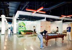 Indrukwekkende interieurarchitectuur in kantoor van Amerika's grootste internetaanbieder - Roomed