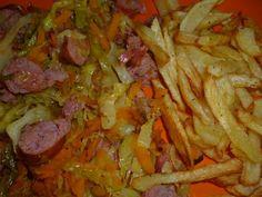 Salsicha Fresca com Couve Lombarda | SaborIntenso.com Portuguese Recipes, Portuguese Food, Salsa, Beef, Traditional, Ethnic Recipes, Portugal, Drink, Recipes With Sausage