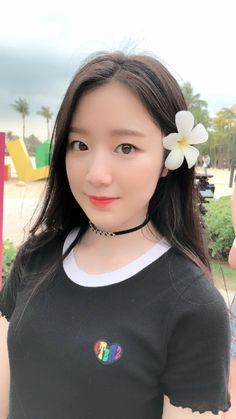 Kpop Girl Groups, Korean Girl Groups, Kpop Girls, Mini E, Cube Entertainment, Soyeon, Ulzzang Girl, Poses, Neverland