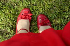 I adore red shoes. Strawberry Summer, Strawberry Farm, Strawberry Fields, Red Cottage, Simply Red, Shades Of Red, Little Red, Red Shoes, Well Dressed