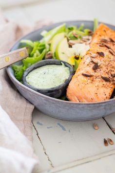 Salmon with cold herb sauce and fresh cucumber salad - delicious and light summer food- Laks med kold urtesovs og frisk spidskålssalat – lækker og let sommermad Salmon with cold herb sauce and cucumber salad – recipe for … - Yummy Eats, Yummy Food, Dinner Sandwiches, Shellfish Recipes, Tasty Bites, Chapati, Fish Dishes, Fish And Seafood, Salmon Recipes