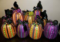 Glitter Halloween Pumpkins.    #Halloween, #DIY, #Pumpkins, #decorations