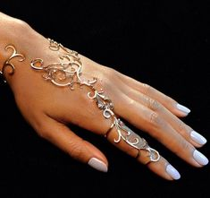 This hand bracelet features 11 secret hinges allowing the wearer complete moveme. - This hand bracelet features 11 secret hinges allowing the wearer complete movement of the hand. Hand Jewelry, Cute Jewelry, Body Jewelry, Jewelry Accessories, Fashion Accessories, Fashion Jewelry, Unique Jewelry, Silver Jewelry, Luxury Jewelry