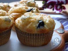 Muffin salati con olive nere e cuore di gorgonzola