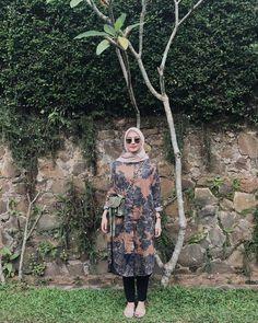 Modern Hijab Fashion, Modesty Fashion, Hijab Fashion Inspiration, Muslim Fashion, Fashion Outfits, Women's Fashion, Fashion Trends, Casual Hijab Outfit, Ootd Hijab
