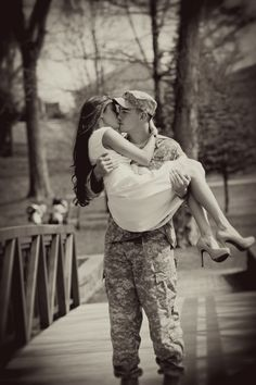 Military couple. I want to do this with my soldier <3