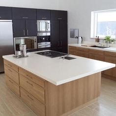 Deeley Fabrications MK fabricate and install acrylic solid surface kitchens, inc Corian®, for the Milton Keynes area. White Corian Countertops, Kitchen Countertops, Island Kitchen, Küchen Design, House Design, Kitchen Showroom, Modern Loft, Kitchenette, Luxury Kitchens
