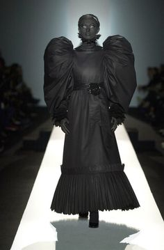 themadhatterfashionshow:  Viktor & Rolf Black Hole Collection 2001