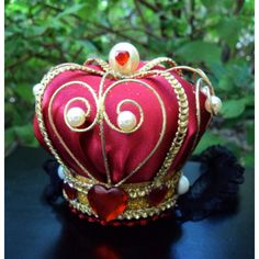 LAST ONE Red And Gold Queen Of Hearts Alice In Wonderland Mini Crown... (60 CAD) ❤ liked on Polyvore featuring accessories, hair accessories, alice costume, queen hearts costume, gold costume, role play costumes and alice halloween costume