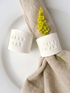 DIY Stamped Clay Napkin Rings – Hobbies paining body for kids and adult Clay Projects, Clay Crafts, Diy Crafts For Kids, Craft Ideas, Paper Towel Tubes, Thanksgiving Diy, Diy Rings, Diy Napkin Rings, Paperclay